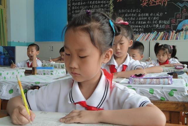小学生出考场就写悔过书,妈妈将其发到朋友圈,网友直呼太有才!