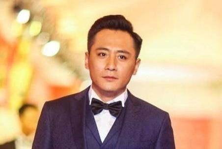 刘烨晒出自己国外的豪宅:过年大门也要贴春联,看来生活很传统
