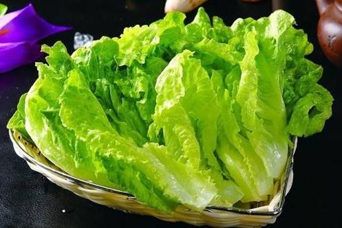 做蚝油生菜总是出水还发黑?教你一招,这样做口感脆嫩,颜色翠绿