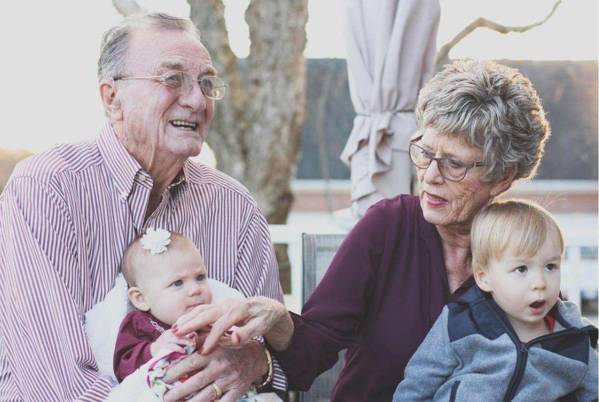 """老人帮忙带娃,等到孩子到了这个岁数就要及时""""撤退"""""""