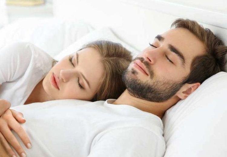 """这三件事,男人肯在夜里""""睡觉""""时为你做一件,就说明确实在乎你"""