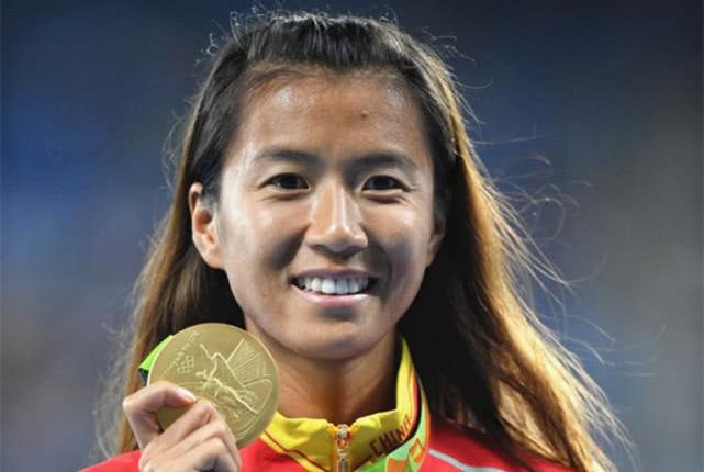 生了孩子腹肌都这么强?中国昔日奥运冠军退役生子一年后宣布复出