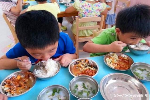 大人吐槽幼儿园的饭菜难以下咽,可孩子却吃得津津有味,是为啥?