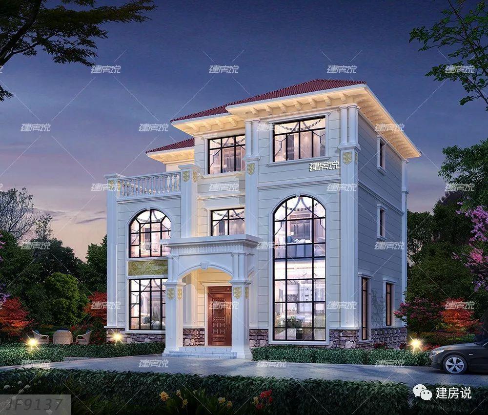 的三层欧式别墅,经典的欧式立面造型,清新的外观色彩,不管从哪个角度