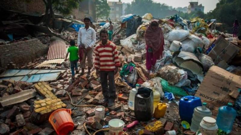 """印度高18层楼的""""知名""""垃圾场,每天收纳9千吨垃圾,养活几万人"""