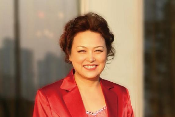 她是长城汽车的美女总裁,年薪600万,却开一8万的小破车上下班