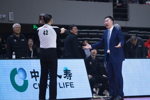 昨晚吹惨浙江队的42号裁判是何许人也?王非曾指着他的鼻子骂!