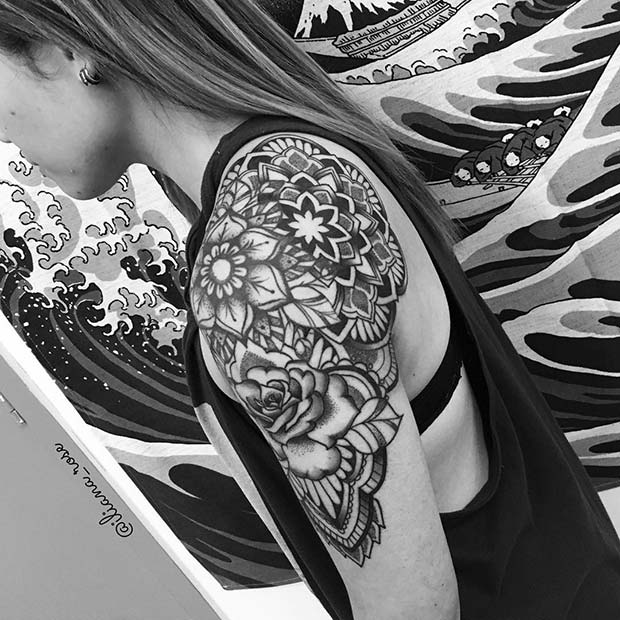 导语:精致的女生纹身款式新潮流,看了有纹身的冲动!  纹身本身是一门艺术,纵观全球发达国家无一不是年轻人推崇喜爱,全民共享。在国内,对于视野开阔的人来说是对艺术的追求,追求个性化的生活,品味时尚生活。纹身一直以来被认为是个性的体现,越来越多的人喜欢上了纹身,这让纹身更加的丰富多彩。精致的女生纹身款式新潮流,看了有纹身的冲动! 1.