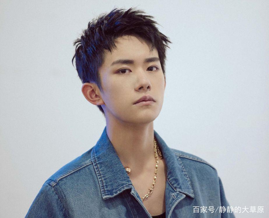 男生2019的流行发型已出现,易烊千玺杨洋都换上了,又图片