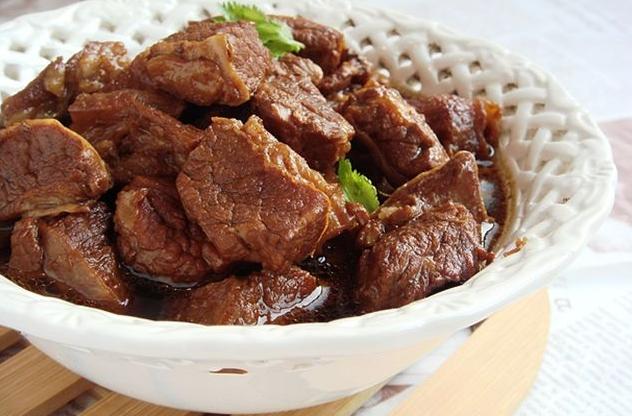 """吃牛肉总塞牙?炖时加点""""它"""",不用高压锅,牛肉同样软烂更入味"""