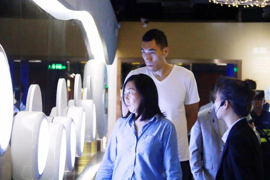 董泰山参观世纪琥珀博物馆