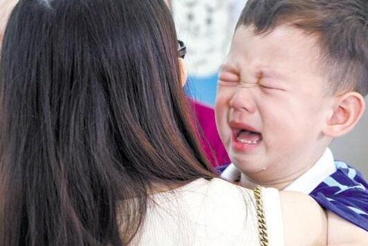 深圳幼儿园教师拍男童私密照:你以为男孩很安全,却没想到……