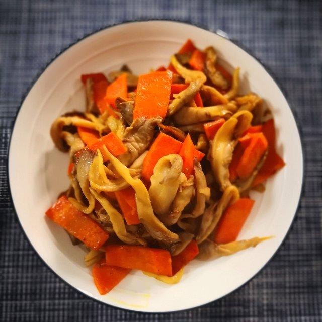这两种蔬菜炒到一起,做法简单特搞定,一猪肉入味晚餐心盘菜食菜谱图片