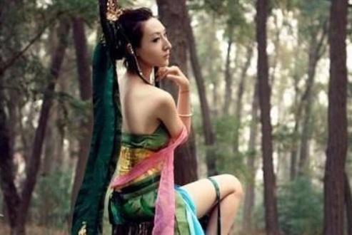 精灵梦叶罗丽最美coser,曼多拉身材到位了,莫纱公主像芭比娃娃
