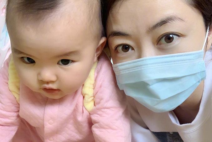 熊黛林真是个好妈妈,就算生病也要照顾女儿,没有豪门媳妇的架子