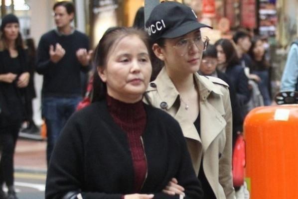 方媛和母亲逛平价商场,2个细节证明她很会过日子,郭天王有福气
