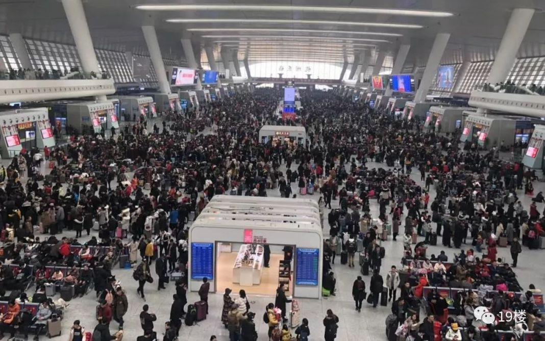 杭州铁路、机场,今日迎来春运客流最高峰!有人拿15只涂料桶回家