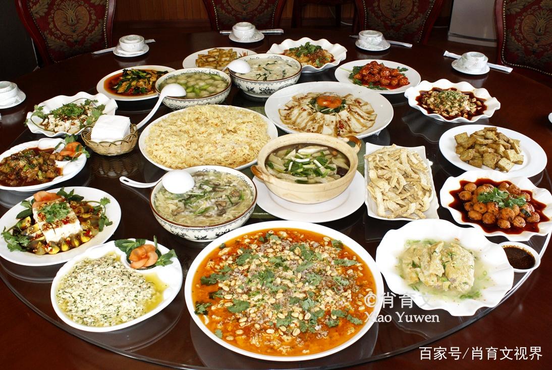 云南最有名的石屏豆腐,不用石膏用酸水,竟然能做出两百多种菜式