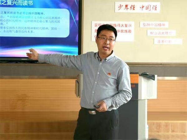 """王伟文:用心打造""""温暖教育""""共同体图片"""