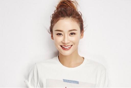 袁姗姗晒出自己的豪宅:卫生间里摆满化妆品,生活过得好幸福