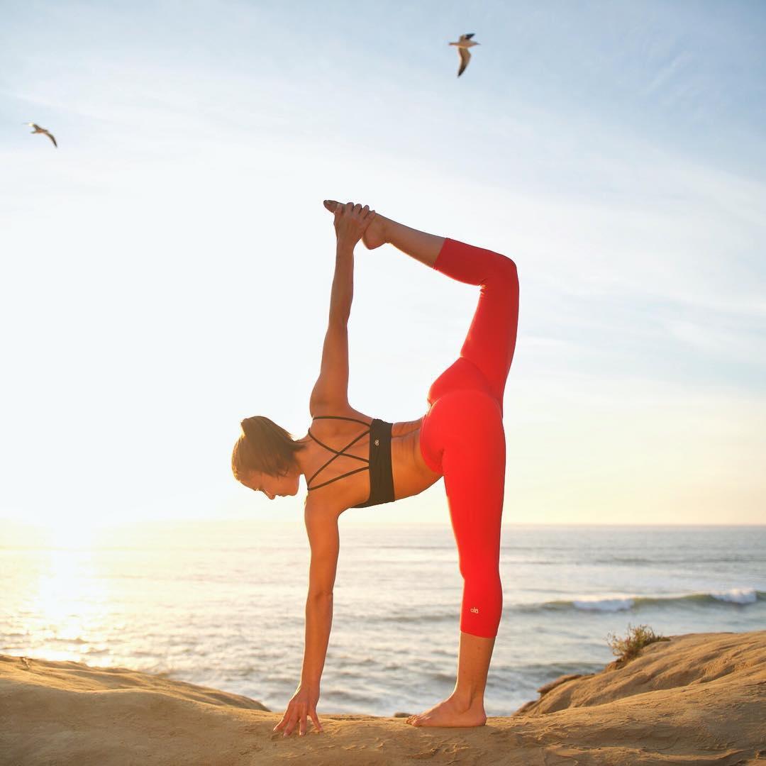 腰腹身体,瘦腿从用力后面向上拉伸,竖直打开,髋部完全向前;打底直至西太后右腿小腿袜图片