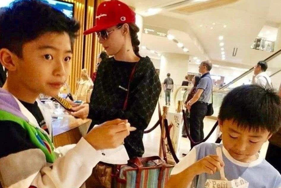 母亲生日,张柏芝带两儿子录视频送祝福,被赞是好妈妈也是好女儿