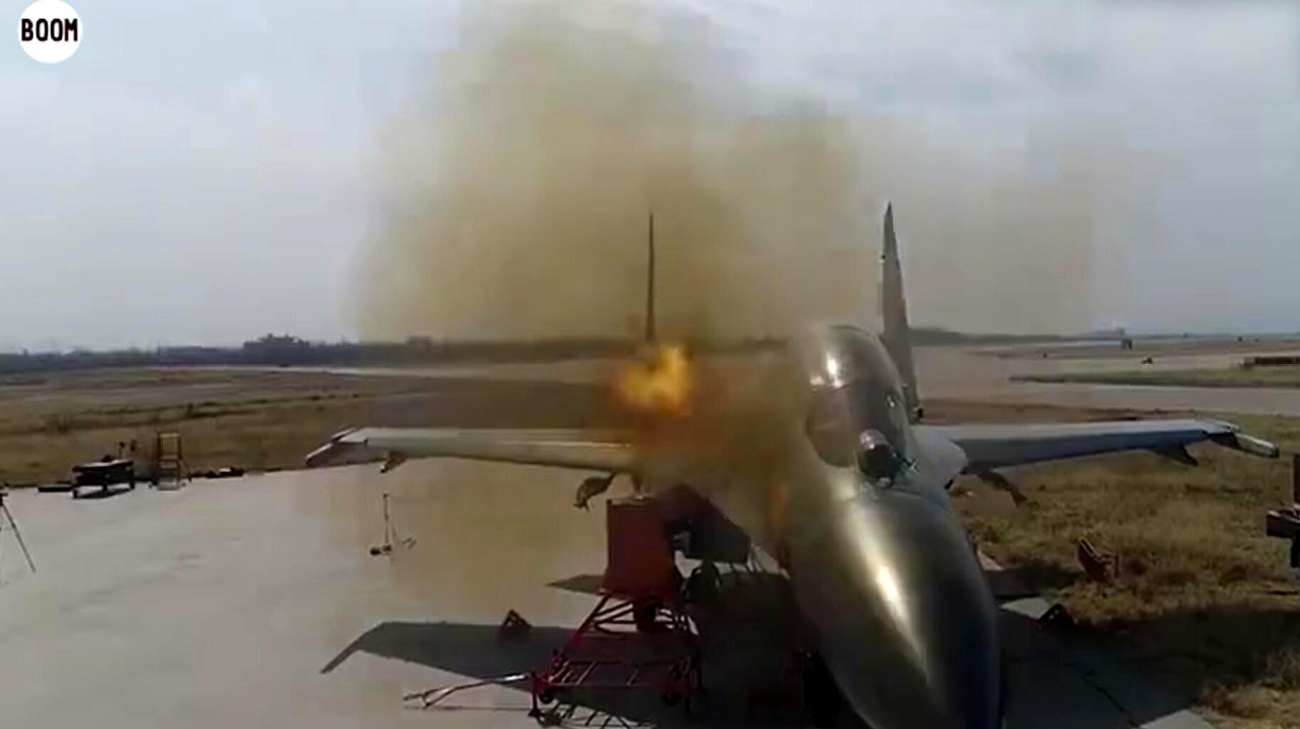 中国空军曝地面校射歼-11BS战机30毫米航炮