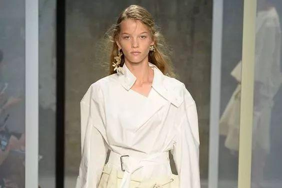女神白衬衫,今年春天千万别这么穿!气质炸!