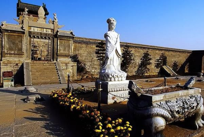 河南发现一明朝古墓,墓主是一宫女,为何墓葬规模堪比帝王陵?