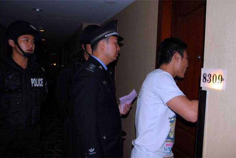 住酒店遇到警察查房,情侣该如何证明关系?客房大妈说出方法