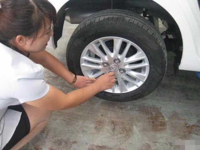 钢轮毂和铝合金相比,谁才是抗压王?老司机:选它准没错