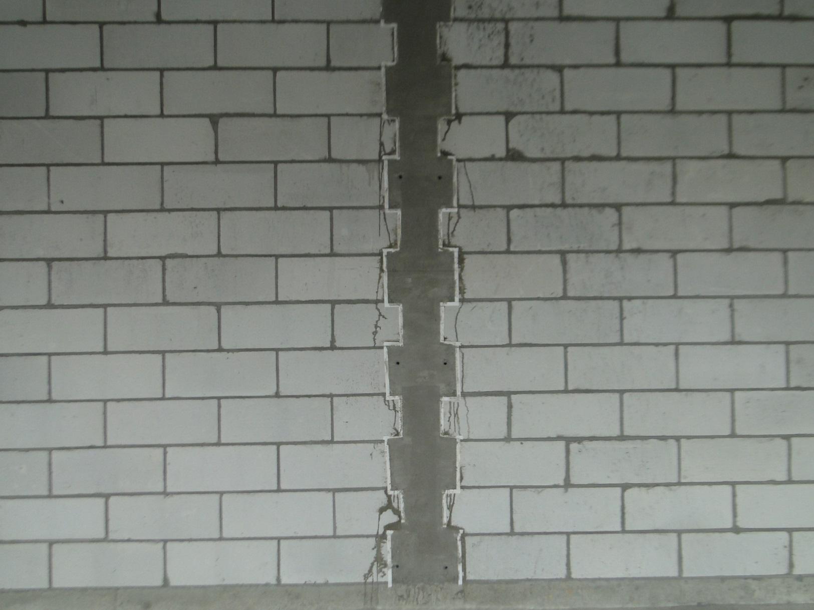 构造柱:混凝土与砌体结构接触处均贴双面胶,减少漏浆,美观整洁,且