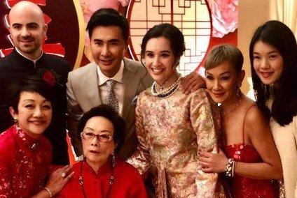 混血孙女大婚,93岁豪门夫人利陆雁群露面,外籍血统却爱中式婚礼