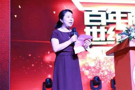 中国快递女首富,5万员工身家百亿,业务规模超过申通和圆通