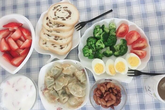 还让孩子的早餐随便吃几口面包或外面买肠粉吗?早起一小时,做吧