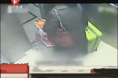 肌肉无力女雇主眼睁睁看着保姆盗取10万财物,民警两天就将其抓获