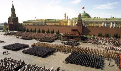 俄罗斯地广人稀,为何在二战中苏联军队如此多呢?