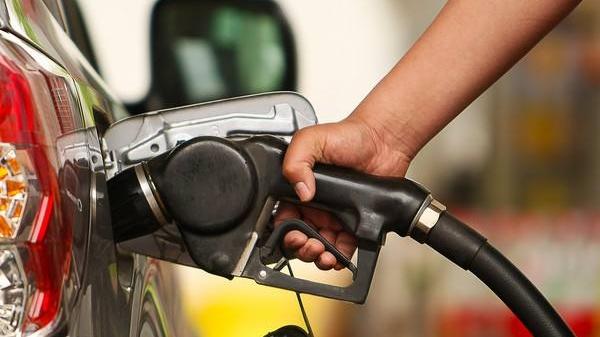 油价第六涨!明天起,加一箱油多花约6块钱