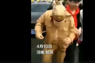 男子穿日式军服迎亲被抓,解气!于正旗下艺人通话录音曝炒作!