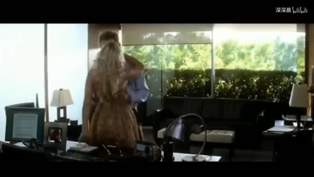 在b站一次性看完斯嘉丽约翰逊「吻戏」名场面,寡姐:洗澡水放好了,欲喝从速!