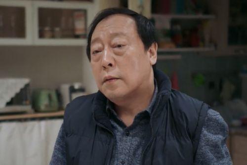 """59岁""""苏大强""""大火,结婚27年的妻子,原来是倪萍的妹妹!"""
