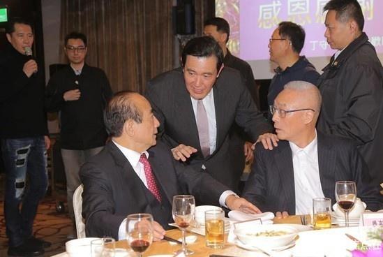 国民党大佬:马王吴罕见同台,尴尬互动、意味深长!