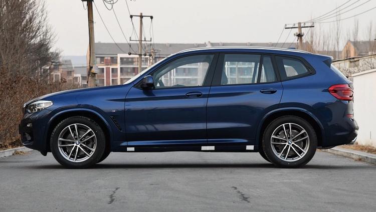 价格相近,家用车该选宝马X3低配,还是雷克萨斯ES300H卓越版?