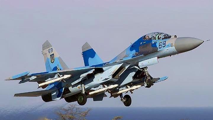 俄几十架战机部署克里米亚,乌空中压力加大,紧急增援坦克