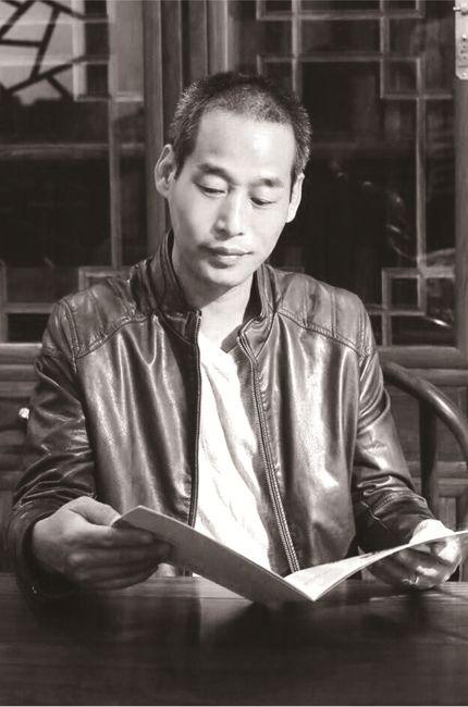 著名琥珀雕刻大师-王诗斌