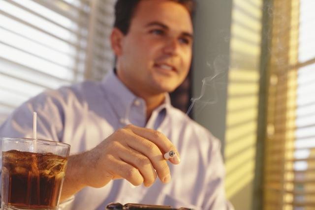烟酒都不碰的人,寿命就会比别人长吗?专家的说法出乎我们的意料