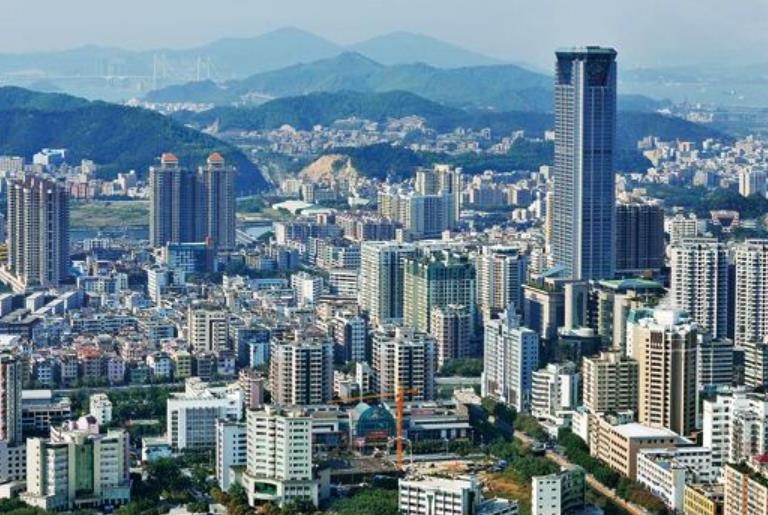 东莞小镇的高楼,拥有很多城市没有的高度,让很多城市汗颜