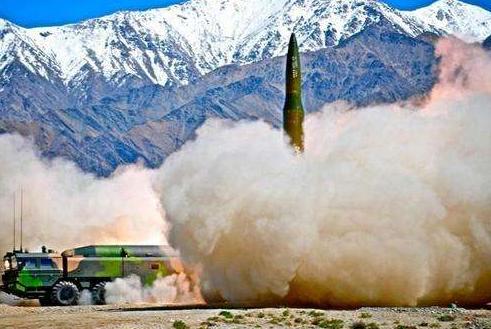 突然,天空闪出一束束火光!20枚导弹呼啸升空,北约集体保持沉默