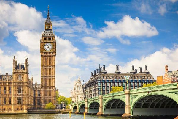 英国的首都,它是世界上最大的金融中心之一,只有它可以跟纽约相比.