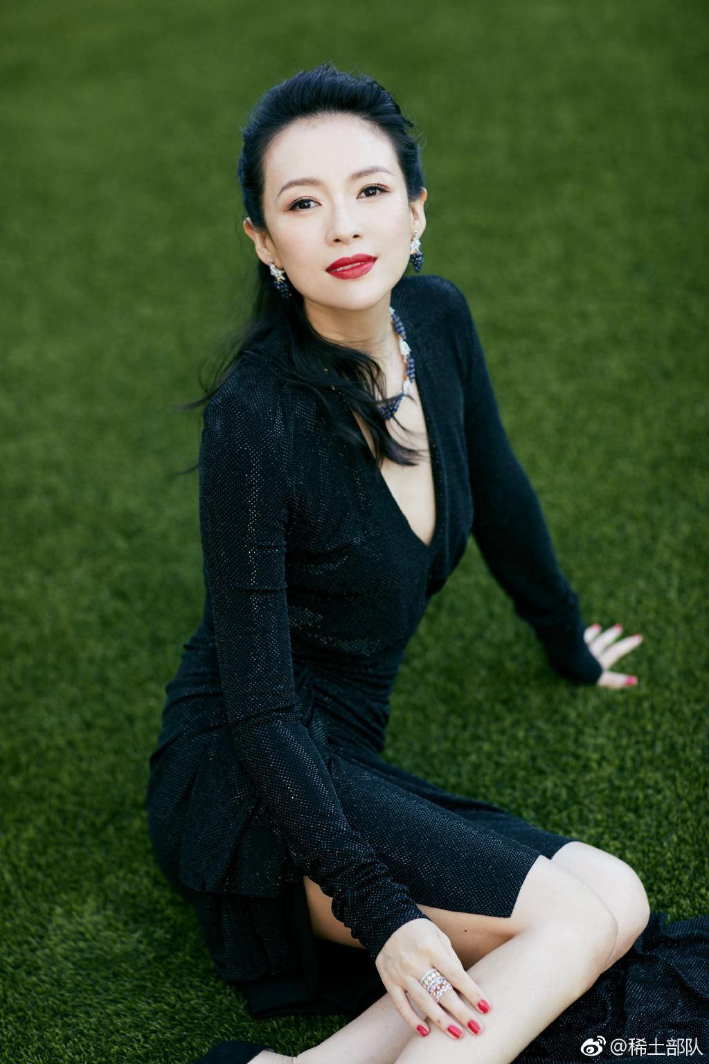 章子怡晒与周杰伦夫妇合影,称赞昆凌地表最美,网友:姐